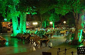 projecteur led rgb terrasse restaurant