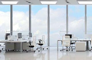 oficina iluminada con paneles led 60x30 de superficie
