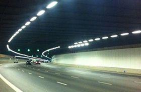 iluminacion tunel con pantallas estancas