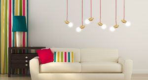 lamparas de madera colgando de un salon