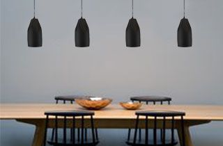 lamparas de diseño iluminando mesa comedor